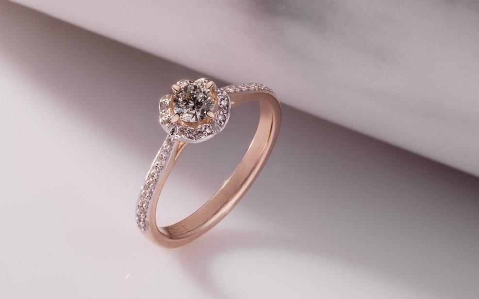 Как выбрать лучшее кольцо для предложения: рекомендации влюбленным мужчинам