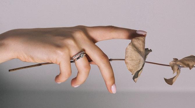 Как сочетать помолвочное и обручальное кольцо